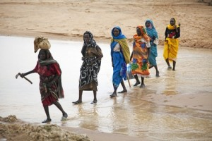 Female refugees in Darfur(Albert Gonzalez Farran / UN Photo)