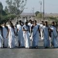 Indien: Frauen aus Gujarat auf dem Weg zur Arbeit. Foto: Jean Pierre Laffont/ UN Photos