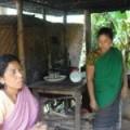 Mujeres de la etnia garo hacen un intervalo para el té entre los patrullajes forestales.     Crédito: Naimul Haq/IPS