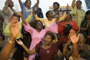 Mujeres en la República Democrática del Congo celebran el Tratado de Paz de Goma (Marie Frechon /Foto de las Naciones Unidas)