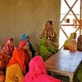 """Mujeres descubriendo la alegria de la reconstrucción """"verde"""" de sus casas destruyidas. Crédito: Heritage Foundation"""