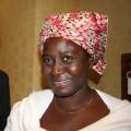 La pequeña agricultora Susan Godwin da empleo a tres mujeres que la ayudan a procesar los cacahuetes que cultiva y este año fue nombrada Heroína Alimentaria en Nigeria.     Crédito: Busani Bafana/IPS